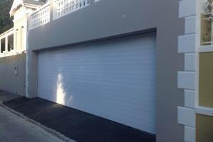 White-Aluminium-Garage-Door